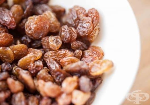 Направете си енергиен микс от мед, коприва, стафиди и шипка срещу хронична умора - изображение