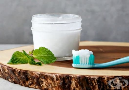 Направете си избелваща паста за зъби от сода и мента - изображение