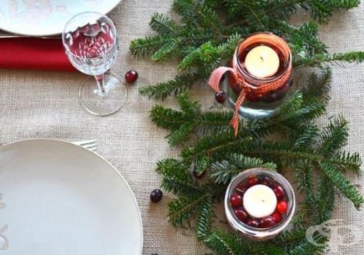 Направете си коледен свещник от борови клонки и боровинки - изображение