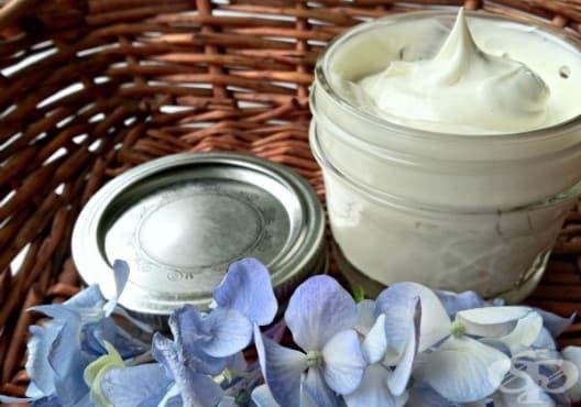Направете си крем за бръснене от кокос, карите и зехтин - изображение