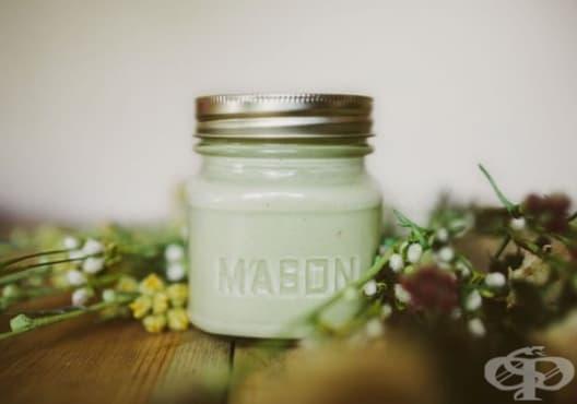 Направете си маска против суха кожа от мед, лимон и авокадо - изображение