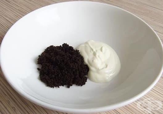 Направете си маска за мазна кожа от кисело мляко и кафе - изображение