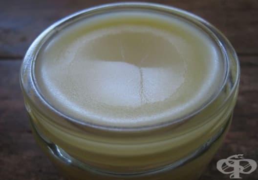 Направете си противовъзпалителен мехлем от етерични масла, кокос и зехтин - изображение