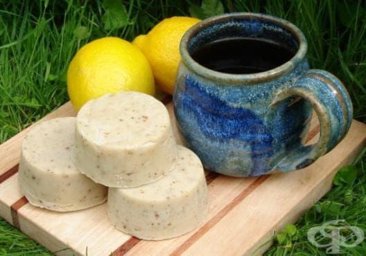 Направете си сапун от глицерин, лимон, кокос и пчелен восък - изображение