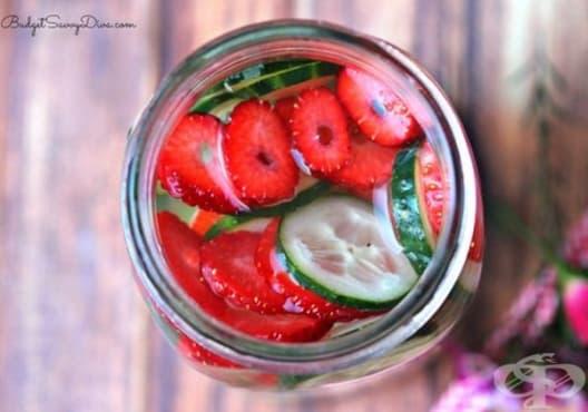 Насърчете имунитета с детоксикираща вода от киви, ягоди и краставица - изображение