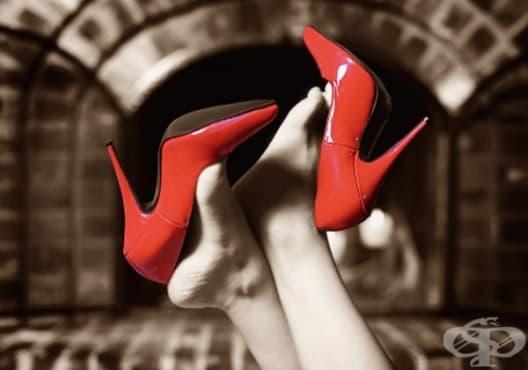 Насърчете релаксацията на краката след тежък ден на високи обувки с ластик - изображение