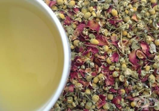 Насърчете съня с чай от роза, лайка, портокал и лавандула - изображение