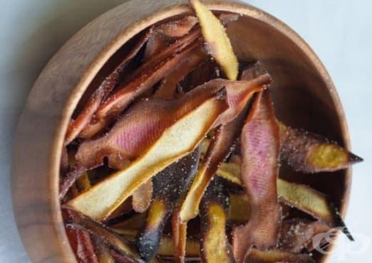 Направете си ароматен чипс от ябълкови обелки - изображение