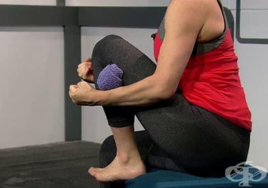 Облекчете болката в колената с хавлиена кърпа - изображение