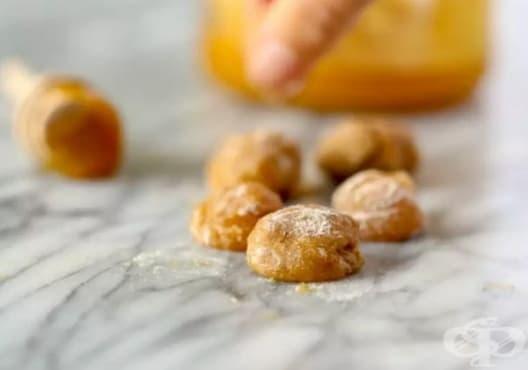 Облекчете кашлицата с бонбони от мед и хлъзгав бряст - изображение