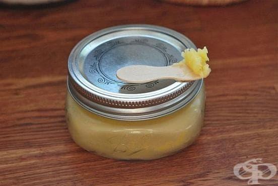 Облекчете ревматичните болки с крем от камфор, евкалипт, мента, кокосово масло и пчелен восък - изображение
