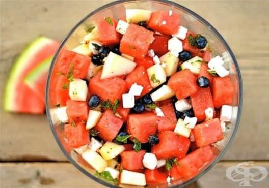 Облекчете стомашните киселини със салата от диня, банан и грейпфрут - изображение