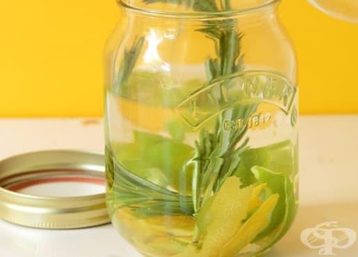 Направете си екологичен омекотител за дрехи от оцет, розмарин, евкалипт и лимонови кори  - изображение