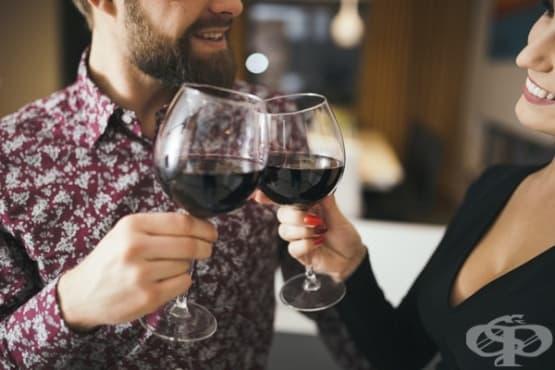 4 трика за отваряне на бутилка вино без тирбушон - изображение