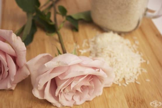 Направете си овлажняващ тоник за лице от ориз и розова вода - изображение