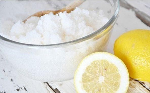 Освежете кожата на подмишниците и намалете прекомерното изпотяване с ексфолиант от лимон, зехтин и морска сол - изображение