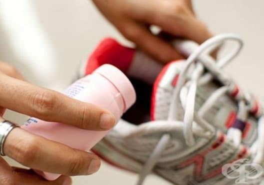 Освежете обувките с бебешка пудра - изображение
