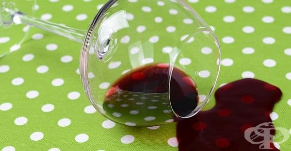 Заличете петната от червено вино с прясно мляко   - изображение