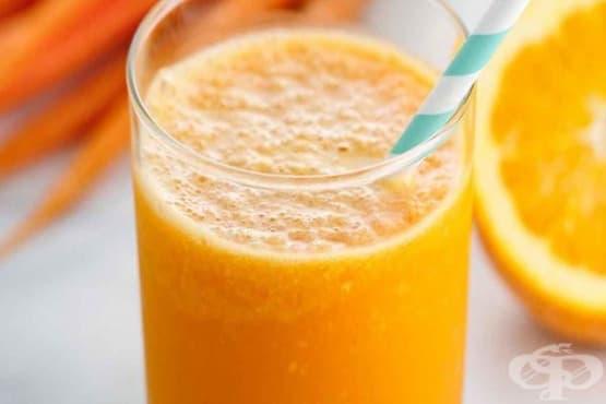 Заредете се с енергия със смути от праскова, портокал, моркови и кокосово мляко - изображение