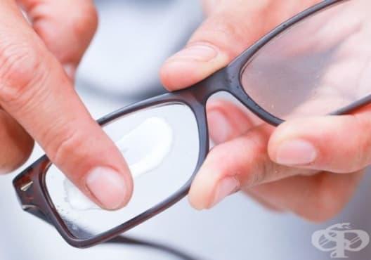 Почистете стъклените повърхности с паста за зъби, растително масло или сода за хляб - изображение