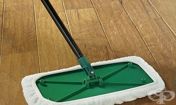 Направете си натурален препарат за почистване на дървени подове от оцет, лимон и зехтин - изображение
