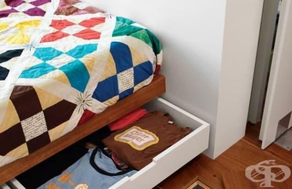 Съхранявайте вещи под леглото, за да оползотворите пространството - изображение