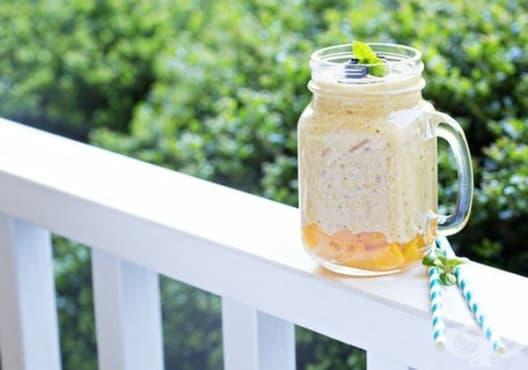 Подобрете храносмилането с напитка от папая, ябълка и овесени ядки - изображение