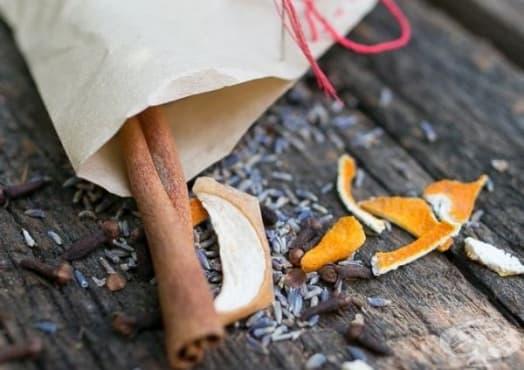 Комбинирайте сушени плодове с билки и подправки като подпалка за огън - изображение
