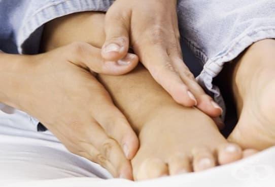 Направете си контрастен душ срещу подути крака - изображение