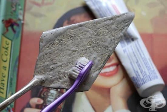 Почистете сребърните бижута с паста за зъби - изображение