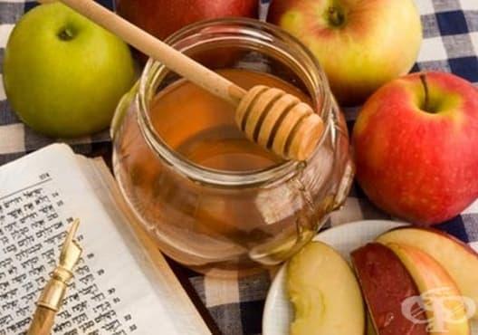 Повдигнете клепачите с мед и ябълка - изображение