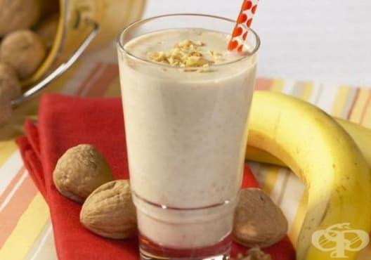 Повишете енергията с напитка от банан, орехи и ленено семе - изображение