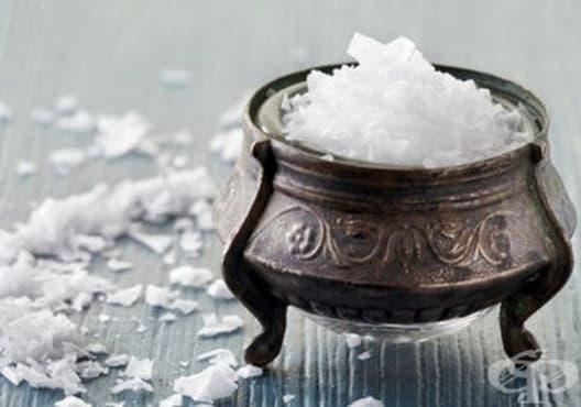 Правете вани с морска сол против врастнал нокът - изображение