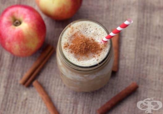 Предотвратете остеопорозата с напитка от ябълка, бадеми и кисело мляко - изображение