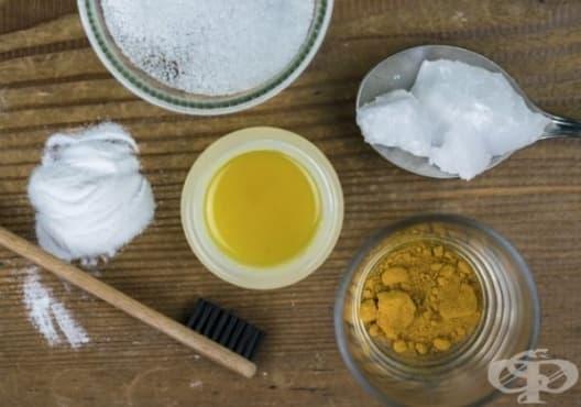 Предотвратете появата на кариес с паста за зъби от кокосово масло, морска сол и сода за хляб - изображение