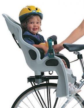Предпазвайте детето си с колан и каска, когато го возите на велосипеда си - изображение