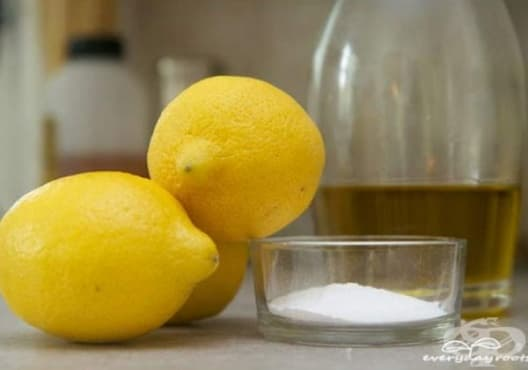 Премахнете мазолите по краката с паста от сода, лимон и зехтин - изображение