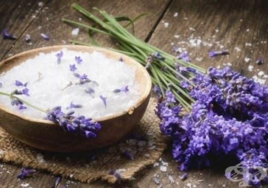 Премахнете мазолите със сода за хляб и лавандула - изображение