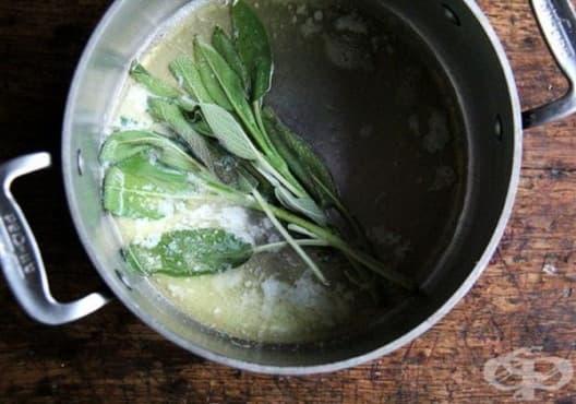 Премахнете неприятната миризма на краката с вани от градински чай - изображение