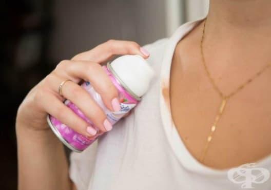 Премахнете петната от грим по дрехите с пяна за бръснене - изображение