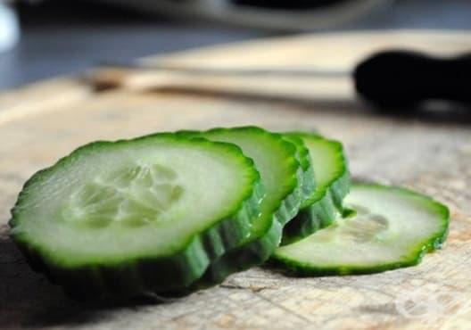 Премахнете зачервяването по кожата с краставица - изображение