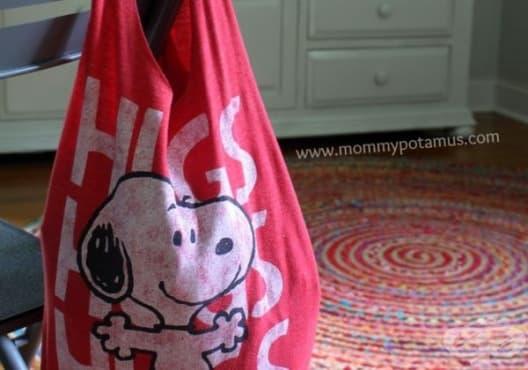 Превърнете старата тениска в практична пазарска чанта - изображение