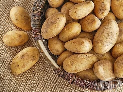 При болки в стомаха пийте сок от картофи - изображение