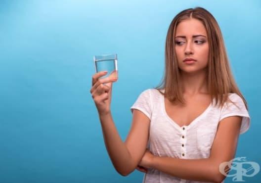 Разберете дали вашата коса е увредена само с чаша вода - изображение