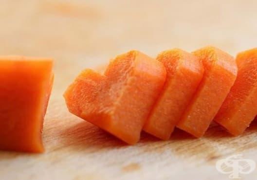 Как се режат чери доматчета и моркови с форма на сърца   - изображение