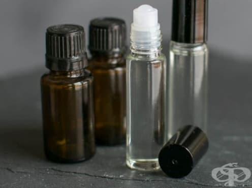 Направете си ароматен рол-он с етерични масла за облекчаване на стрес, безсъние и други   - изображение