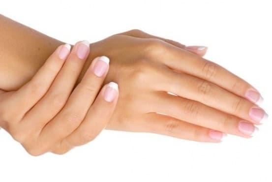 Хидратирайте кожата на ръцете с маска от краставица, лимон и куркума  - изображение