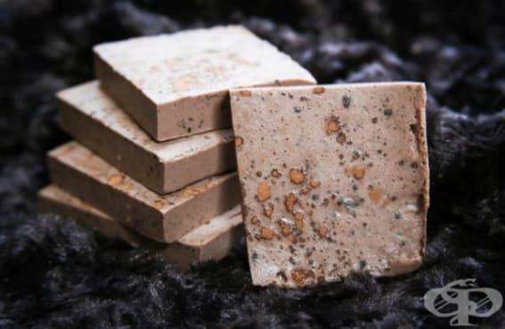 Поглезете кожата си с домашен сапун от какао, мента,  джоджен и масло от карите - изображение