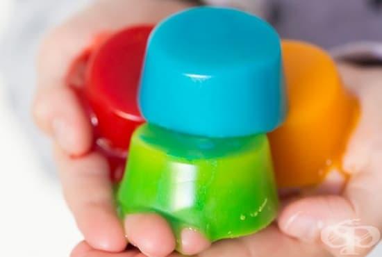 Научете децата на хигиенни навици с цветни сапуни от желатин - изображение