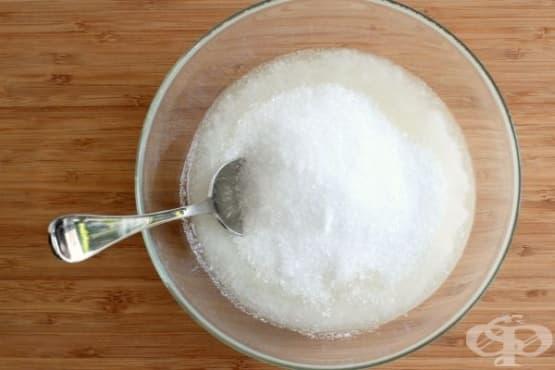 Използвайте английска сол и кокосово масло, за да премахнете досадното акне  - изображение